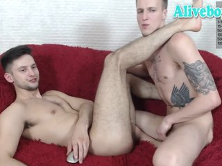 Dany and Cris have a good time on cam