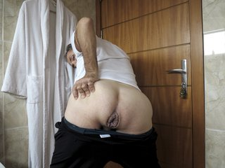 Mr BigHOLE Big Ass Gay Escort Huge Gaped 12 Inch Giant Dildo
